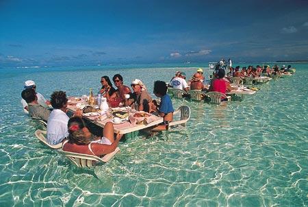 tahiti-dinner-in.water