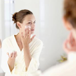 0314-03-skincare-tips-moisturizer_li