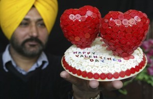 Reuters_India_Valentines_buttons_13feb12-878x573
