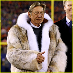 joe-namath-fur-jacket-at-super-bowl-2014-photos