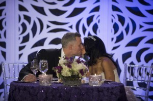 11-sean-davina-kiss-at-reception