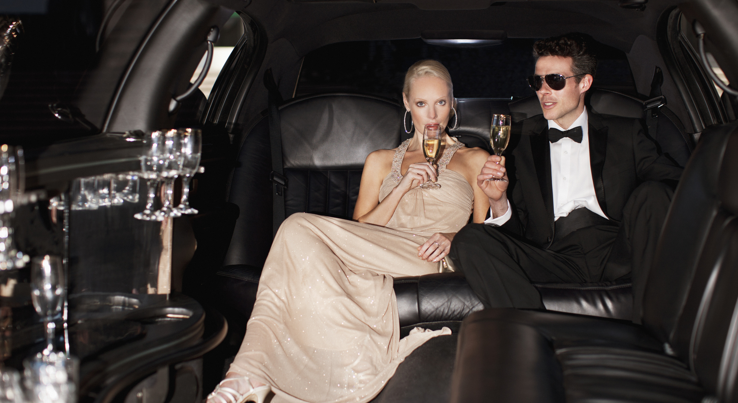 couple-drinking-champagne-in-limo-2